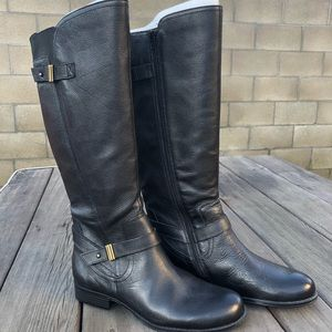 Naturalizer size 10, knee high black leather boots